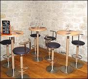 La table d'Ame et esprit du vin dans restaurants images